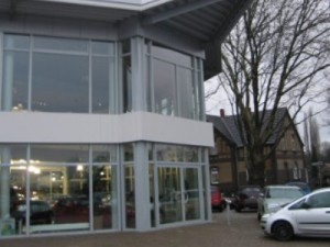 Erweiterung eines Autohauses